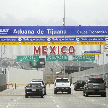 """30612172. Tijuana, BC.- Aspecto del cruce fronterizo """"El Chaparral"""" que es la entrada a México de los Estados Unidos y une a las cuidades de Tijuana y San Diego, considerada la frontera mas transitada del mundo. NOTIMEX/FOTO/EDUARDO JARAMILLO/FRE/EBF/"""